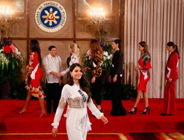 #VIDEO Concursantes de Miss Universo 'amansan' al presidente de Filipinas