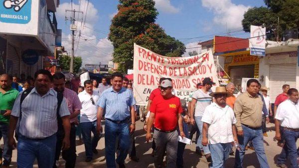 Marchan maestros de la cuenca en contra del Gasolinazo