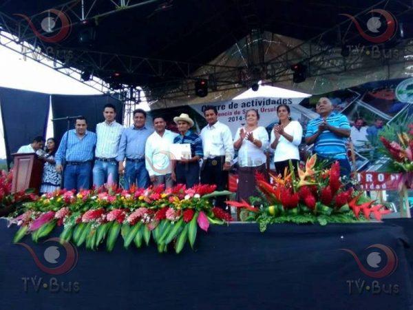 Rinde Gabino Vicente tercer informe de actividades en Santa Úrsula