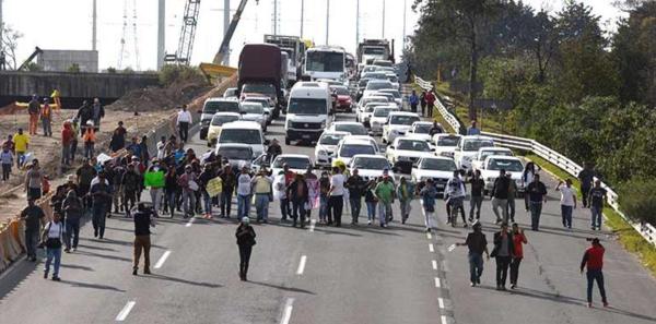 PF reporta 17 bloqueos contra 'gasolinazo' en cuatro estados
