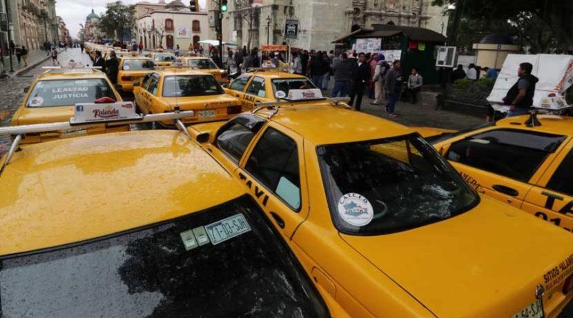 Desactiva Sevitra plantón; promete aumento a taxistas