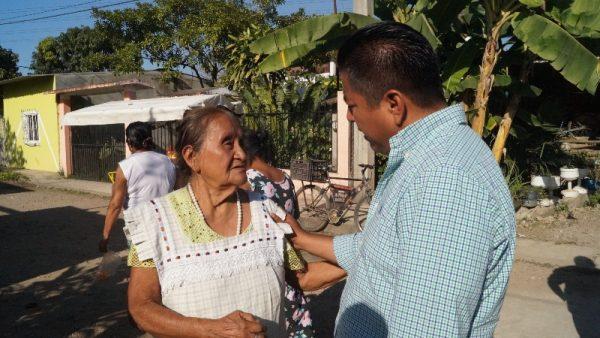 Atiende Fernando Dávila peticiones y necesidades de tuxtepecanos