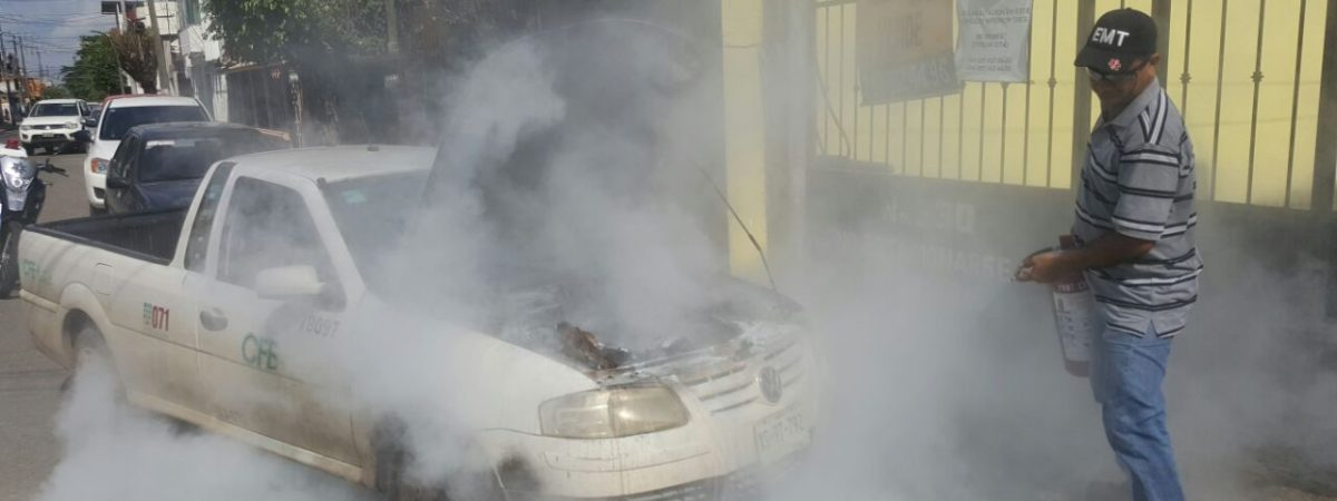 #GALERIA Se incendia camioneta de CFE en #Tuxtepec