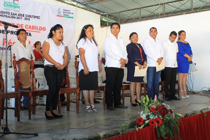 Laura Pérez toma protesta como presidenta de Chiltepec