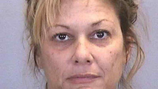 Arrestan a mujer por tener relaciones con cinco menores en fiesta de su hijo