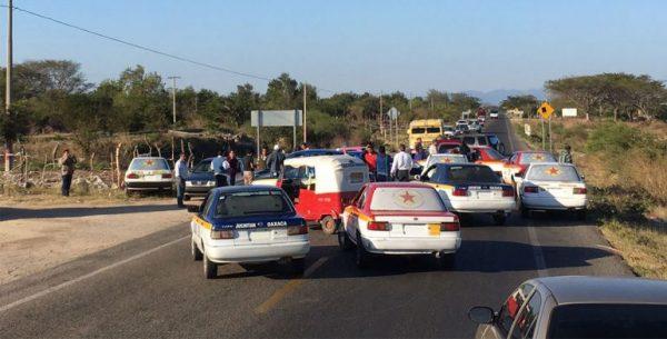 Bloquean carreteras en el Istmo y la Costa de Oaxaca