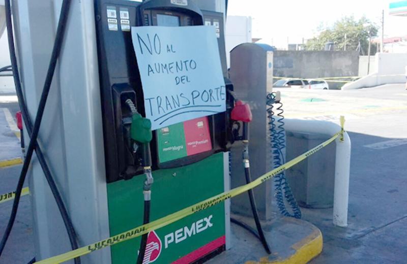 Clausuran simbólicamente gasolinera en Oaxaca