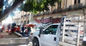 Organizaciones protestan frente a palacio de gobierno en Oaxaca