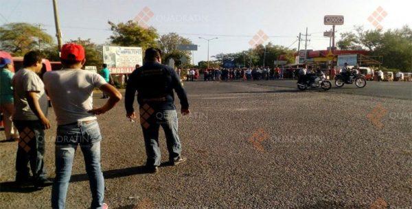 Pobladores de San Dionisio del Mar cierran tránsito hacia Chiapas