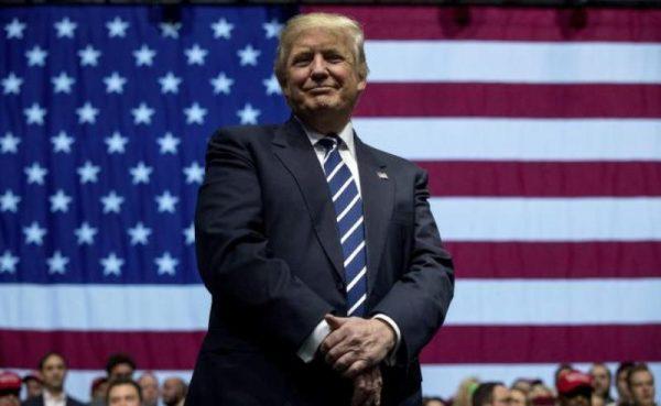 Trump evalúa recursos para muro con México; analizaría otro para Canadá