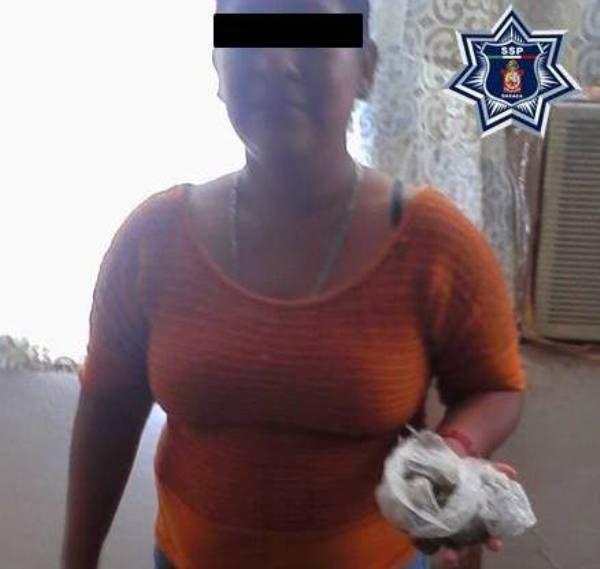 Detienen a mujer que intentaba ingresar con droga al CERESO de Tehuantepec