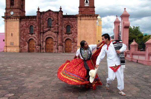 Emiten convocatoria para elegir a la pareja del Jarabe Mixteco