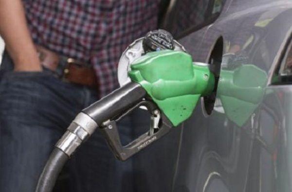 Precio de la gasolina bajaría si Hacienda aplica los ajustes