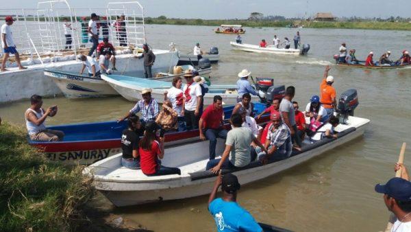 ¡No hubo toros en Tlacotalpan! Se registran fuertes manifestaciones, detienen a 60