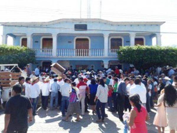 Se ampara Ayuntamiento de Valle ante orden de aprehensión por adeudos