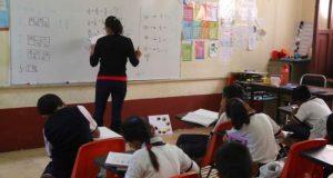 900 escuelas en la cuenca recibirán vales de uniformes y útiles escolares