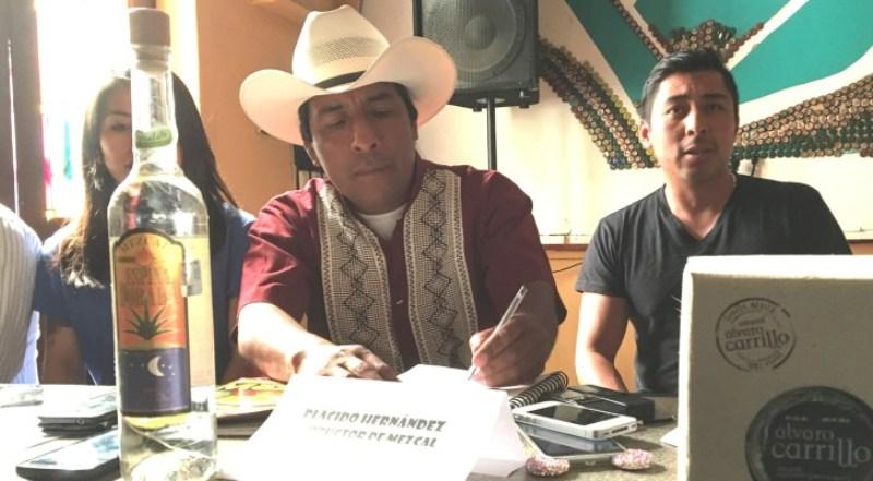 Piden ayuda mezcaleros de Matatlán para mejorar la ruta del Mezcal