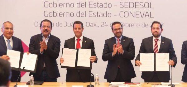 Firma Alejandro Murat acuerdos para el impulso de la Estrategia Nacional de Inclusión 2017 contra la pobreza