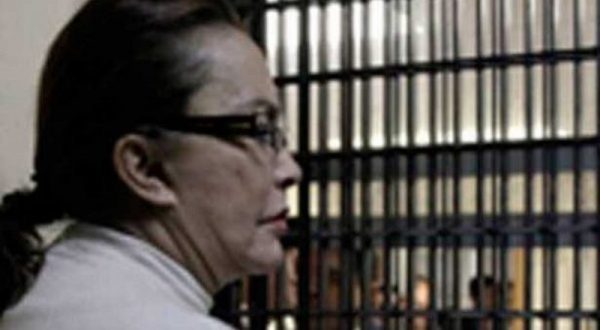 Tras fallidos amparos, Elba Esther logra prisión domiciliaria