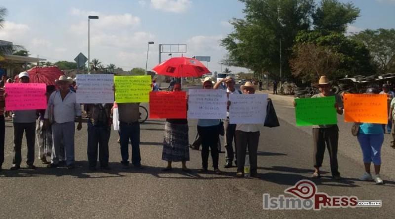 Priistas bloquean accesos a Juchitán, exigen atención de gobierno de Oaxaca