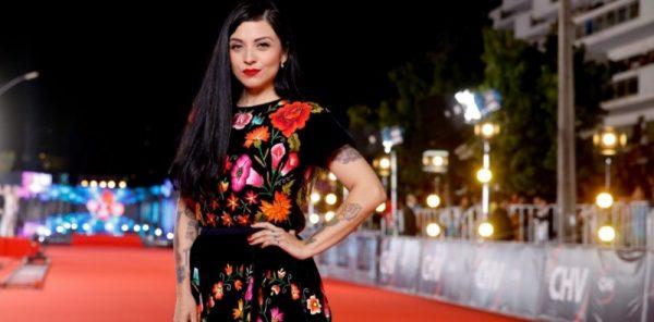 #VIDEO Mon Laferte defiende vestido usado en la Gala de Viña 2017