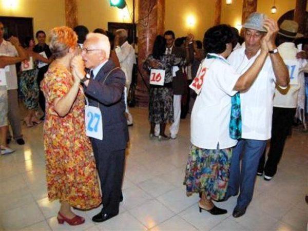 Invertirán 15 mil pesos, en concurso de Danzón para adultos mayores