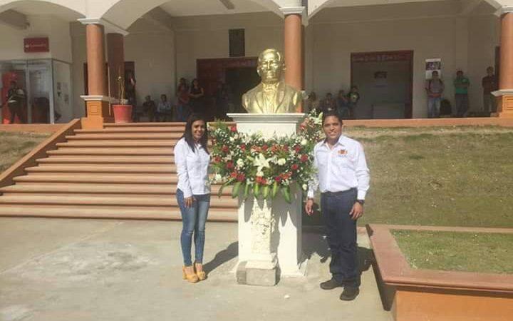 Presidente de Jalapa entrega ofrenda por natalicio del Benemérito de las Américas