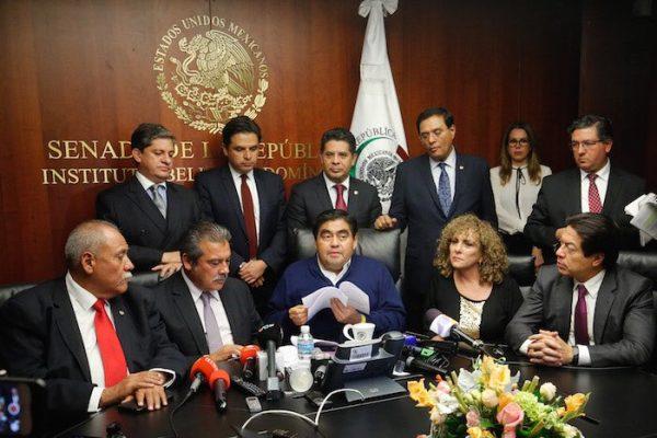 12 senadores abandonan bancada del PRD