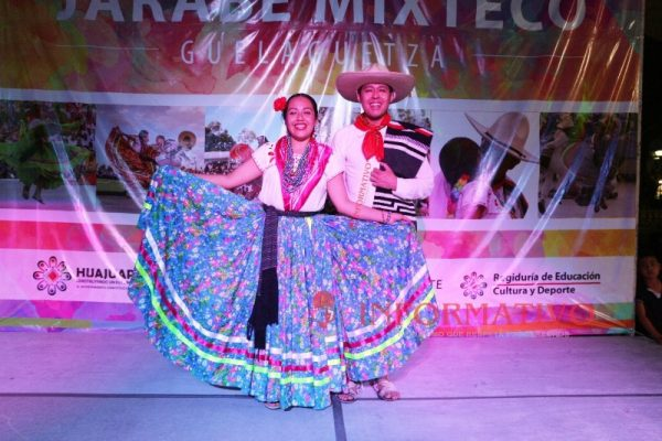 Realizan XXX Concurso para elegir a la pareja del Jarabe Mixteco