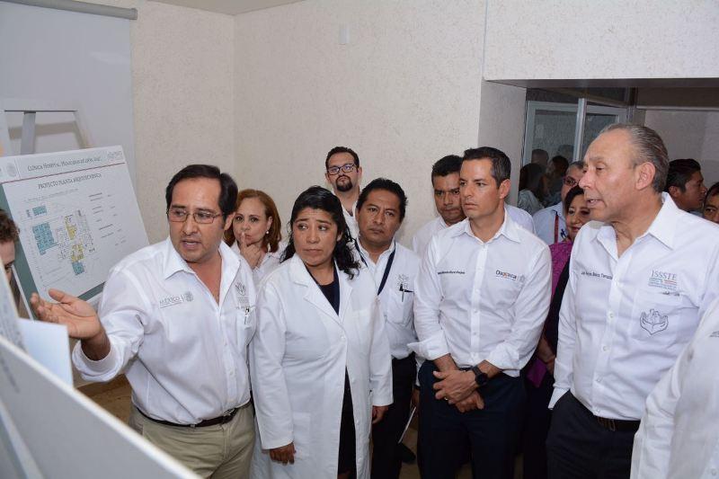 Inaguran Murat Hinojosa y Reyes Baeza Clínica Hospital en Huajuapan