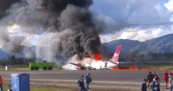 #VIDEO. Se incendia Avión al aterrizar en Perú