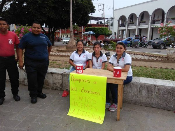 Estudiantes del CEA realizan colecta para apoyar a bomberos