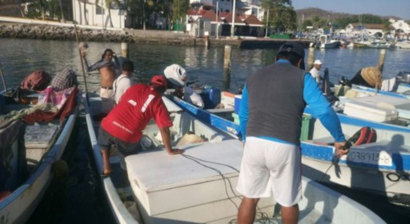 Reportan a tres pescadores desaparecidos en Huatulco