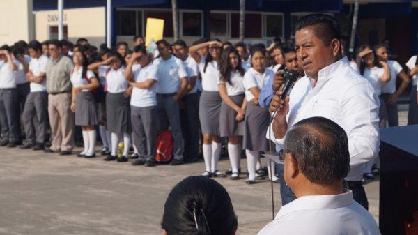 Reconoce Bautista Dávila a estudiantes destacados del CBTIS 107