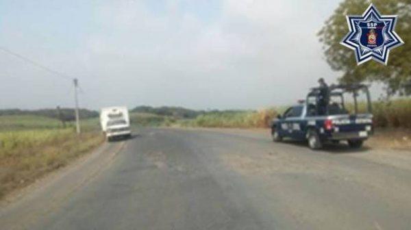 Alrededor de 4 mil litros de hidrocarburo fueron localizados en camioneta abandonada en Acatlán de Pérez