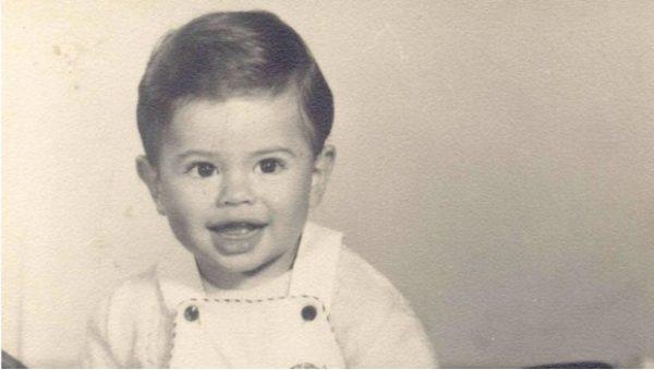 Comparte EPN foto de su infancia con motivo de Día del Niño