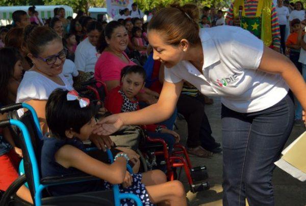 En festejo del Día del Niño   Presidenta del DIF logró convivencia de más de mil niños y sus familias