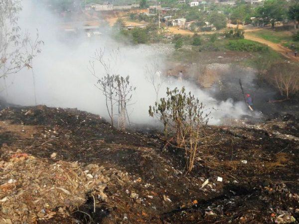 Consume incendio el 50% del basurero municipal de Tuxtepec
