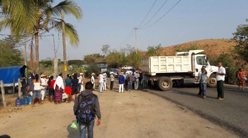 Bloqueo en la carretera costera Pinotepa