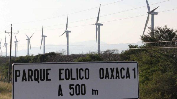 Desaloja policías a indígenas que cuidaban eólica
