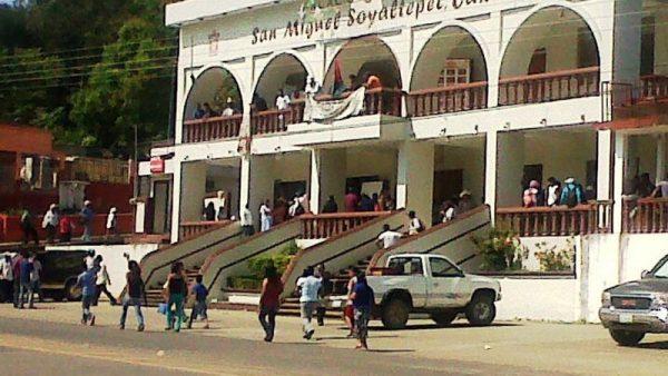Investigan posible brote de dengue en Soyaltepec