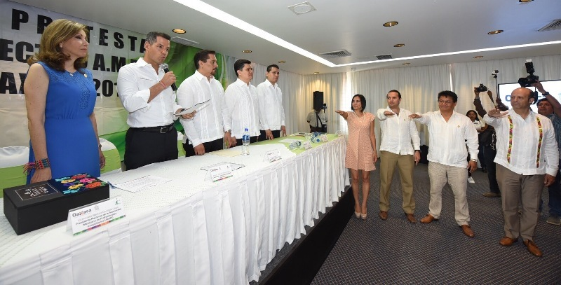 Murat toma protesta a integrantes de la AMPI