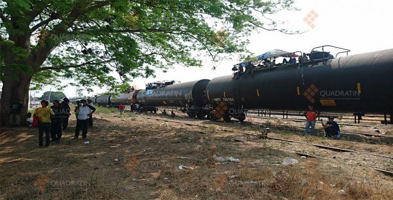 Permanecen migrantes varados en Oaxaca; tren se niega a llevarlos