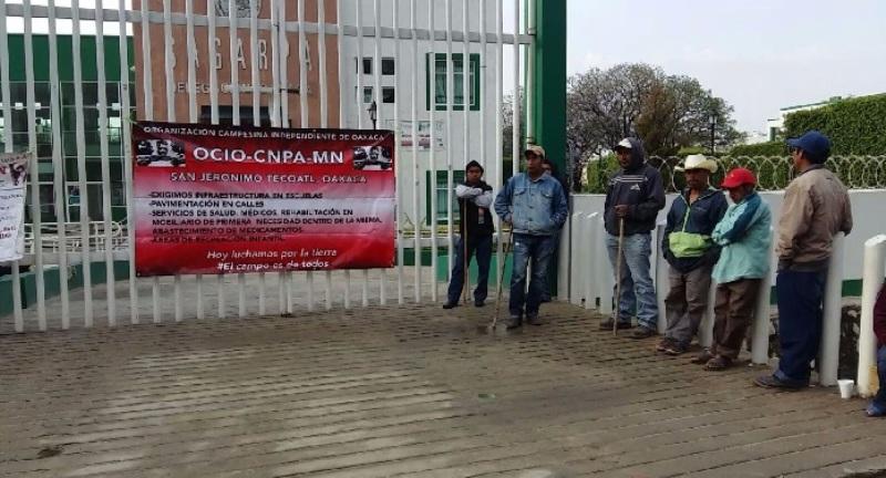 Campesinos del CNPA toman oficinas de la Sagarpa