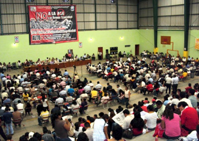 Demandan maestros respeto a conquistas sindicales y salario