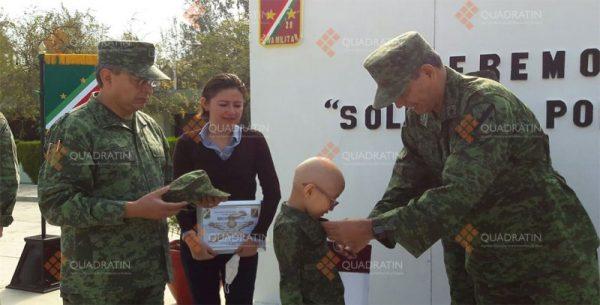 Designa Sedena a dos niños generales honorarios por un día
