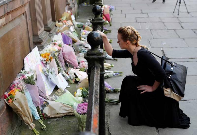 Emotiva vigilia en memoria de víctimas del atentado terrorista — Reino Unido