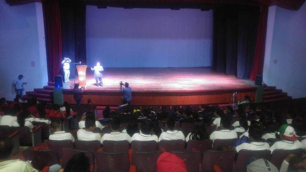Con conferencias educativas, buscan orientar a los jóvenes