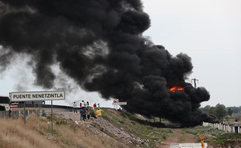 Sofocan incendio en ducto de Pemex en Puebla