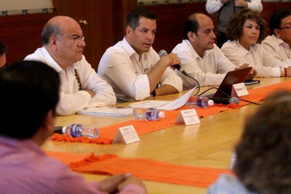 Atiende Gobernador Murat el pliego petitorio de Sindicato de burócratas